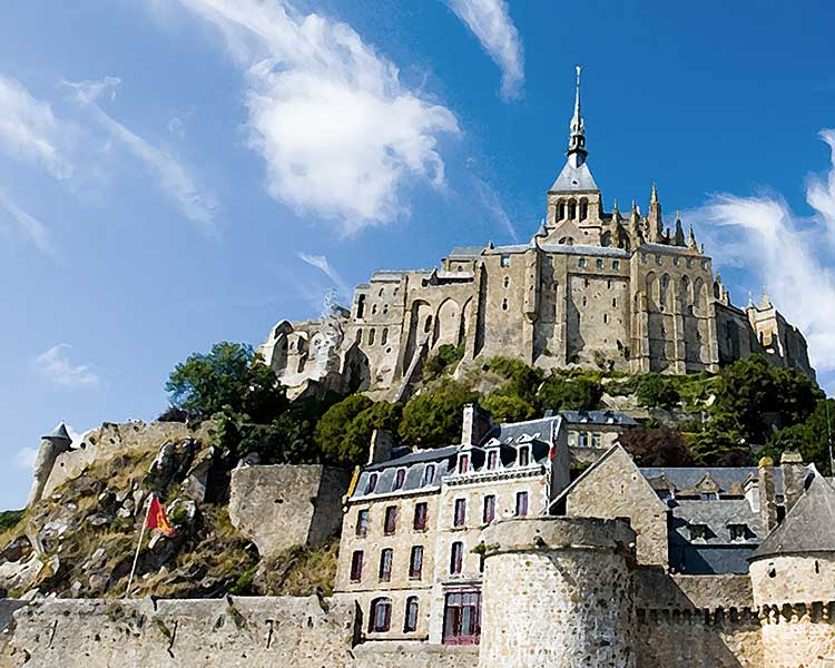 Hotel Bed and Breakfast accommodations for your St Michel visit